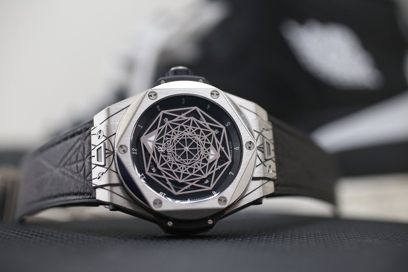 The Hublot Big Bang Sang Bleu A Watch Inspired By The Art
