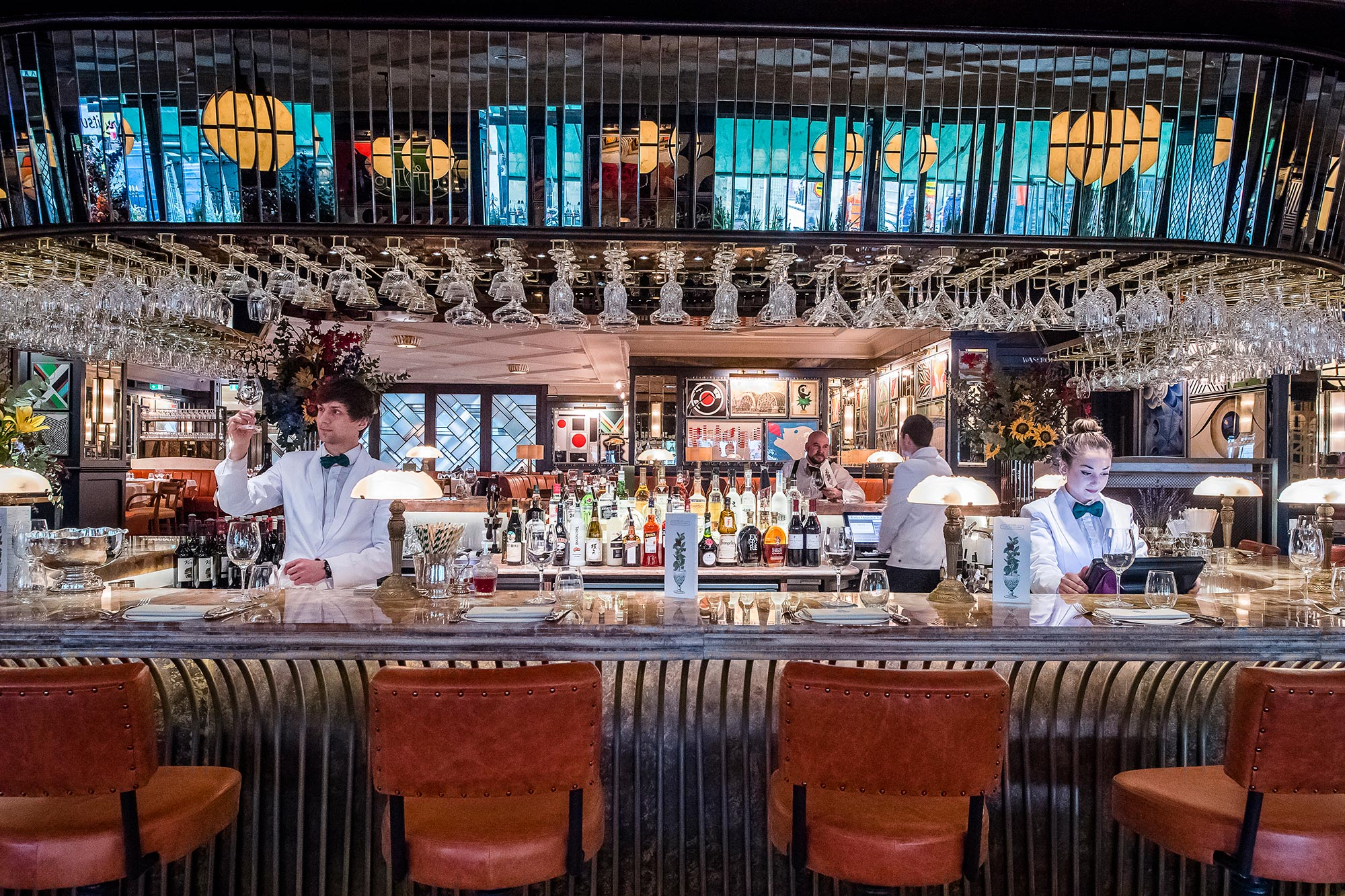 The-Ivy-Soho-Brasserie-central-bar-staff-in-action-2